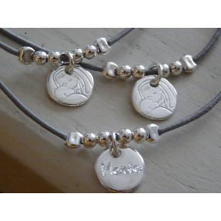 Medalla de la Virgen besando al Niño (medalla 1,2 cm)