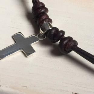Collar cruz de plata de 2,2 x 1,4 cm