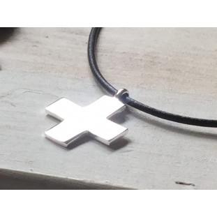 Collar cruz de plata (2,5 x 2,5 cm)